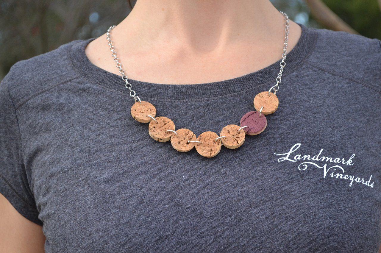 Winter_Cork-Necklace_Model